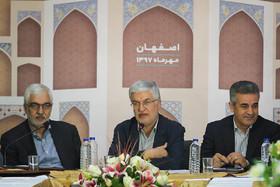 معین: سرمایهگذاریها به سمت رفع نیازهای شهر سوق یابد