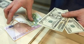 بانک ها امروز هر دلار آمریکا را ۱۰۴۵۰ تومان خریداری کردند