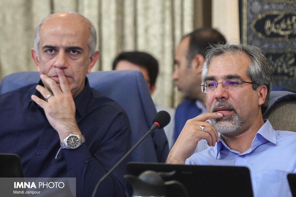 شهردار اصفهان در اجرای پروژههای محرک توسعه جدیتر ورود کند