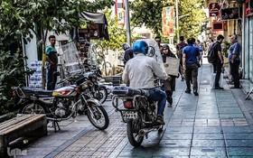 جای موتورسیکلتسواران در پیاده روهای شهر نیست!