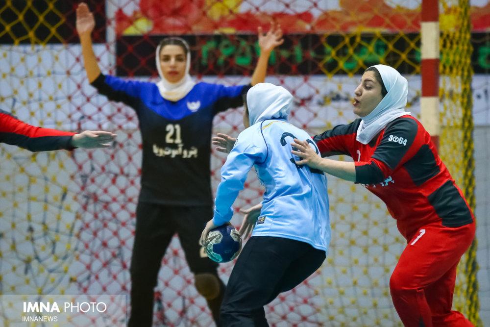 نتایج هفته نهم مشخص شد/ پیروزی اصفهانی ها