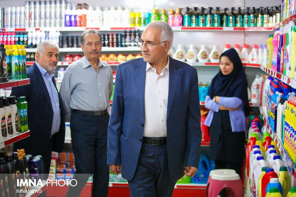 بازدید سرزده شهردار اصفهان از تعاونی کارکنان شهرداری
