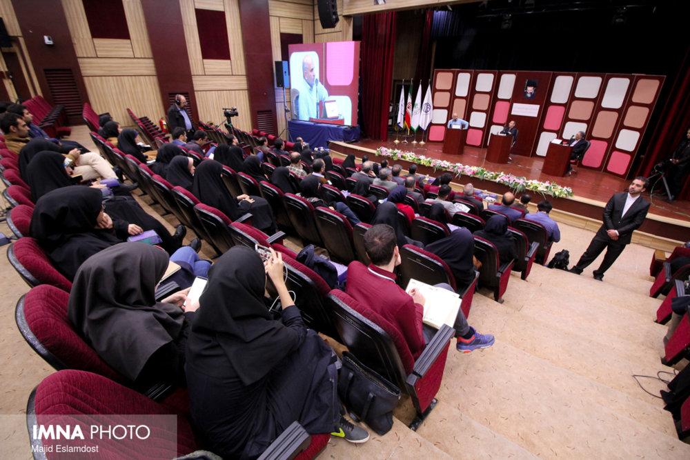 رویکرد شهید بهشتی به آزادی و مخالف