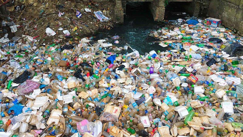 صد میلیون تن پلاستیک در اقیانوسها شناور است