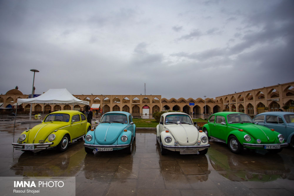 Parade of classic cars in Imam Ali square