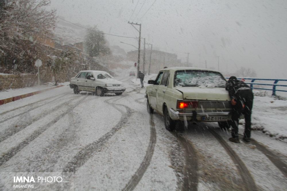 برف و باران در اکثر محورهای مواصلاتی کشور