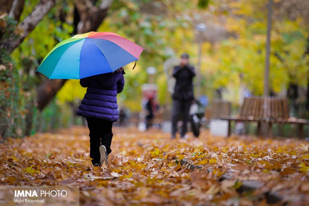 تداوم بارشهای پراکنده پاییزه در غرب اصفهان/هوا ناسالم است
