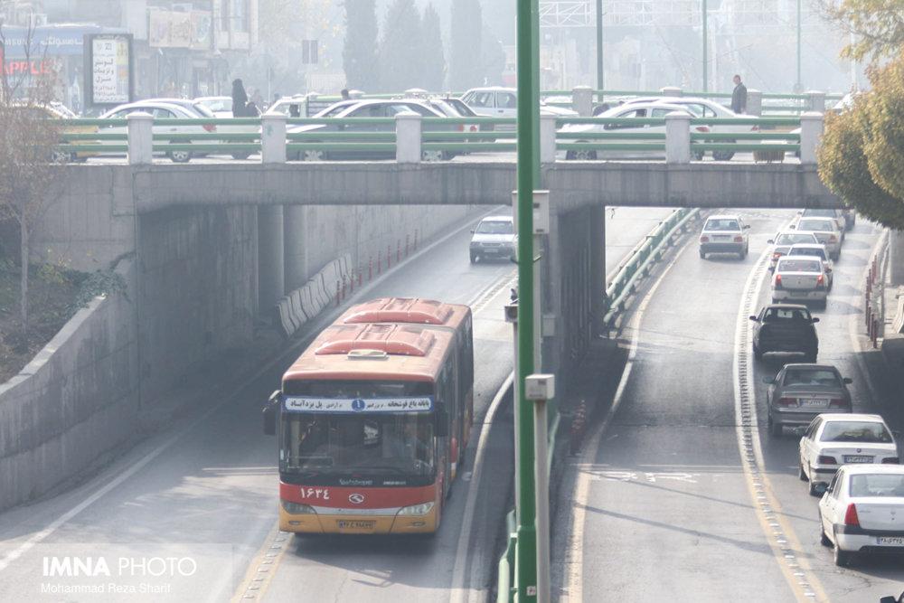 از تردد خودروهای آلاینده در شهر جلوگیری شود