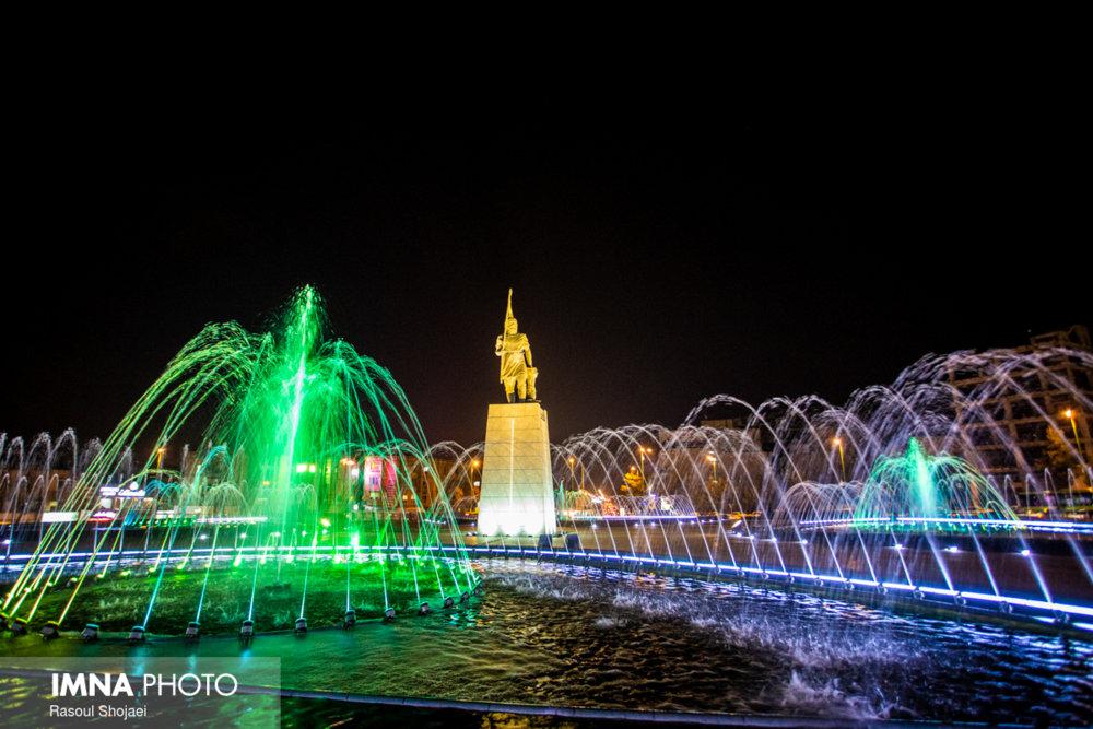 نورهایی  که بر شهر می تابند