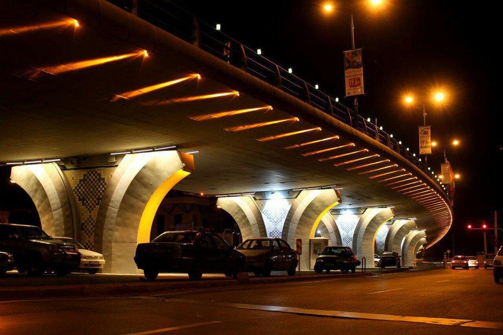 اجرای پروژه نورپردازی معابر و میادین شهر