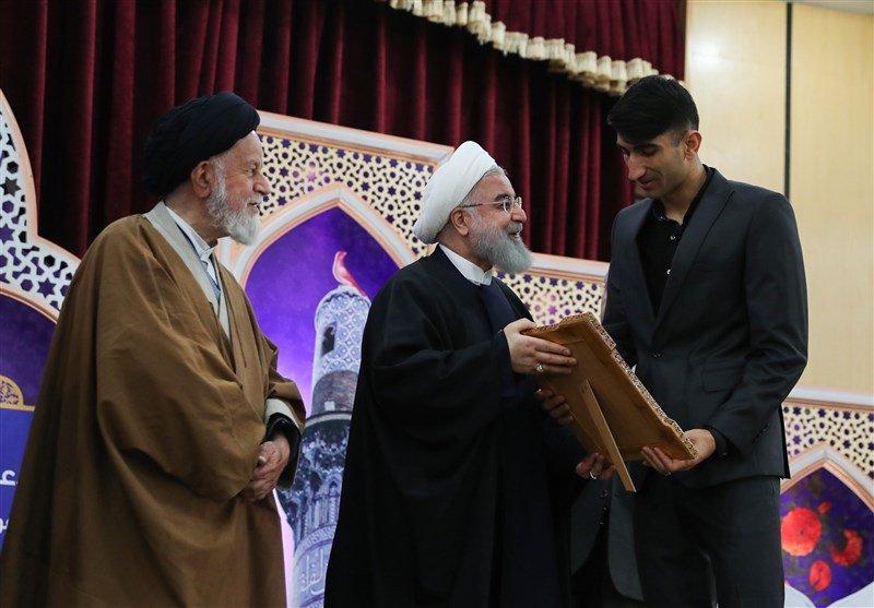 """تقدیر رییسجمهور از بیرانوند/""""علیرضا بیرانوند"""" سفیر نماز شد+عکس"""