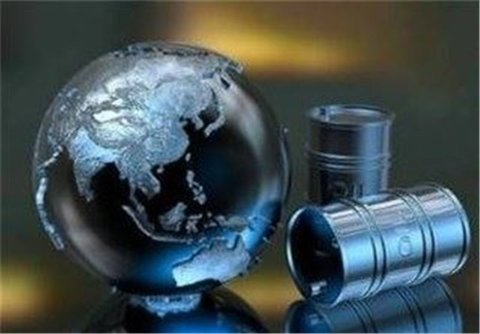 عقبنشینی قیمت نفت پس از افزایش ذخیرهسازی در آمریکا