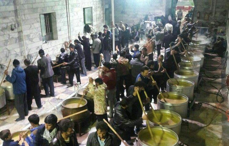 طبخ و توزیع ۴۵ دیگ آش حلیم نذری در شهر گلشهر