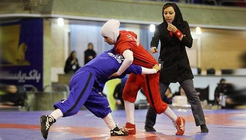 بانوی ورزشکار ایرانی پهلوان واقعی است/مسئولین استان نگاه بیشتری به کشتی داشته باشند