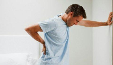 چرا دچار کمر درد میشویم؟