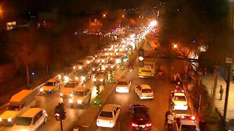 ترافیک سنگین در خیابان حکیمنظامی همزمان با آغاز سال نو میلادی