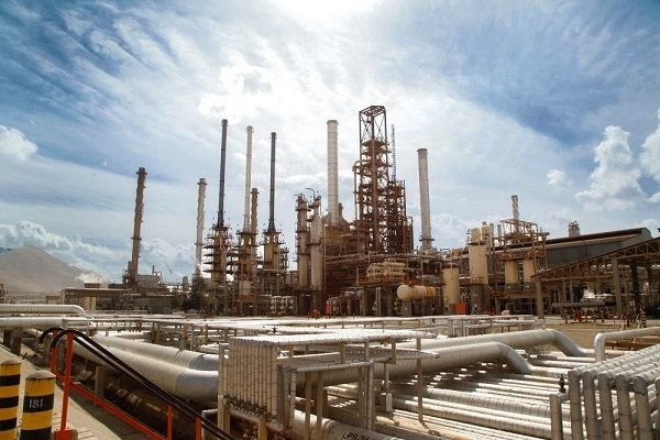 Producing cement from oil sludge of Isfahan refinery started