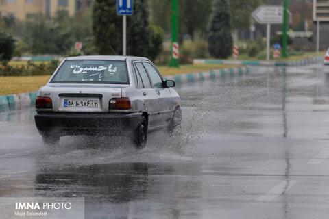 آبگرفتگی محورهای جاده ای به دلیل بارش های عصر امروز