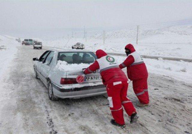 امدادرسانی به ۱۳هزار نفر در برف گیلان