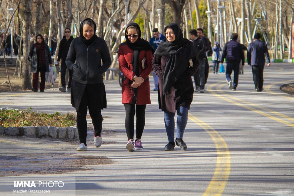 برگزاری همایش پیادهروی همراه با کاشت نهال در سمنان