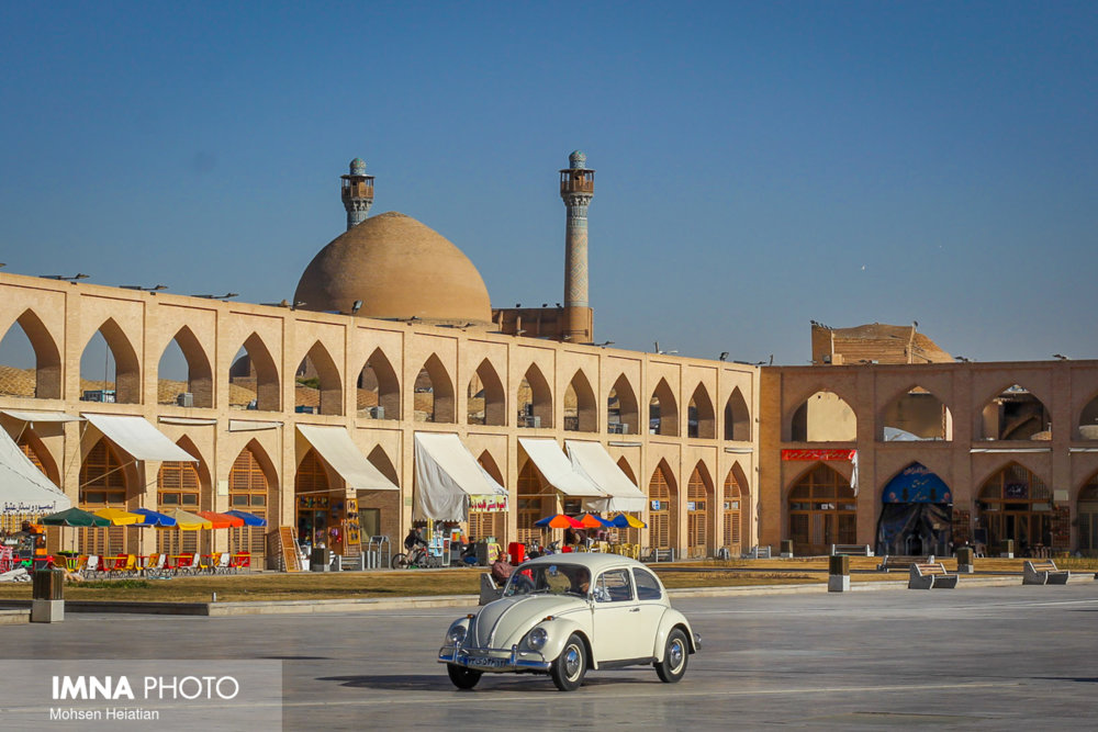 Classic cars on stage in Isfahan
