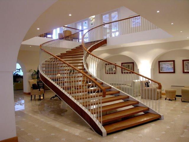 مزایای بالا رفتن از پلهها برای سلامت بدن چیست؟