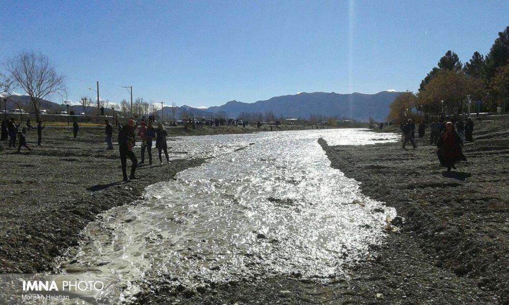 آب زایندهرود به سمت اصفهان رها شد