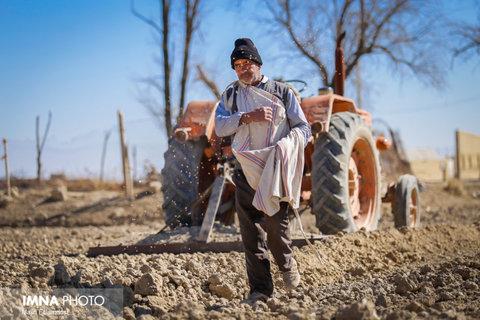 جدال کشاورزان با بی آبی