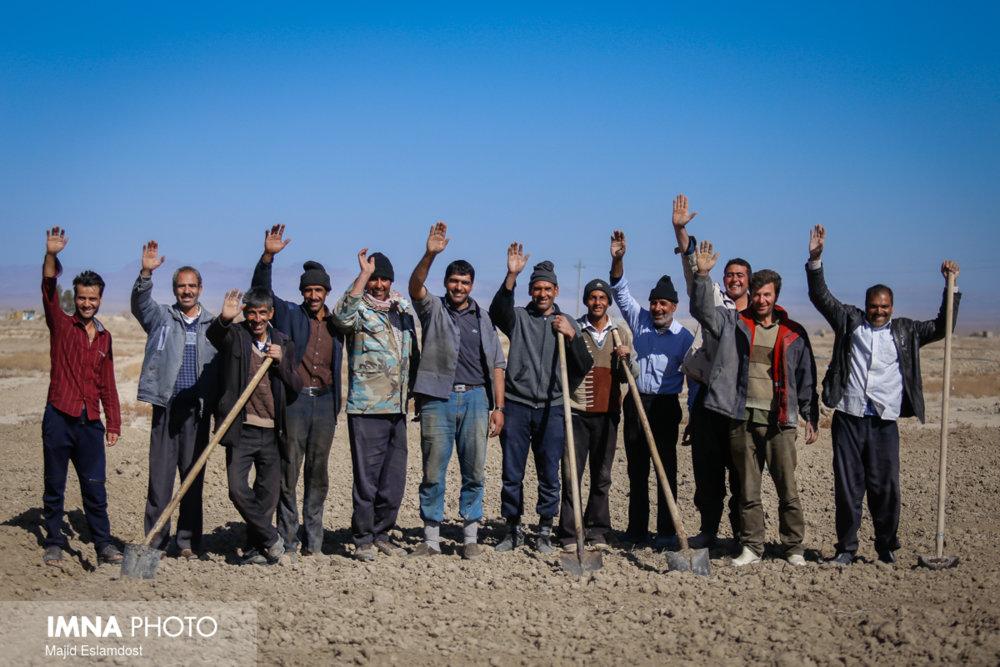 معافیت ۱۰۰ میلیون تومانی کشاورزان شرق اصفهان با مصوبه شورای شهر