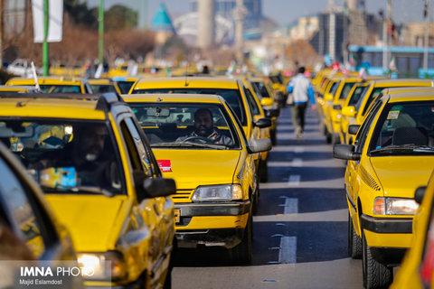 تاکسیهای بندرعباس مزین به پرچم سوگواری ایام فاطمیه شد