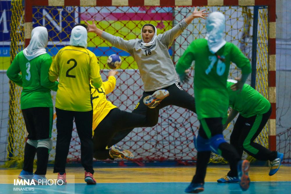 رقابت برای صدرنشینی/ دربی هندبالی در اصفهان