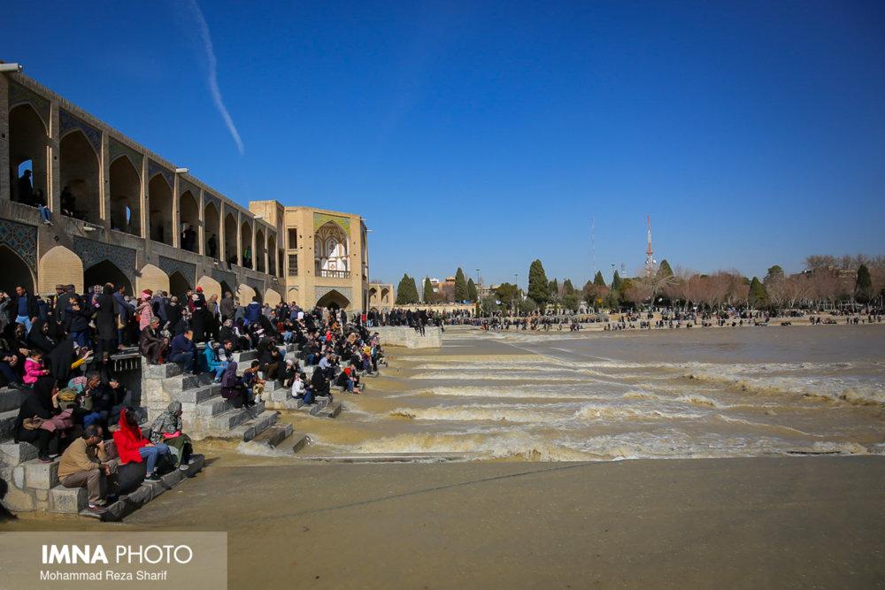 یک قطره از آب زایندهرود هم بیصاحب نیست/ اصفهان بزرگترین مرکز تثبیت نظام بوده است