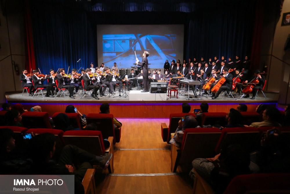"""اجرای یکپارچه یک قطعه موسیقی در کنسرت """"غریو"""""""