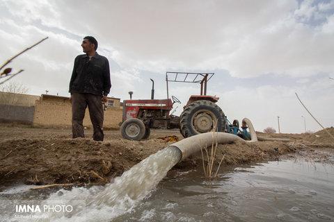 کشاورزان خوانسار چند شب در نوبت آبیاری میمانند