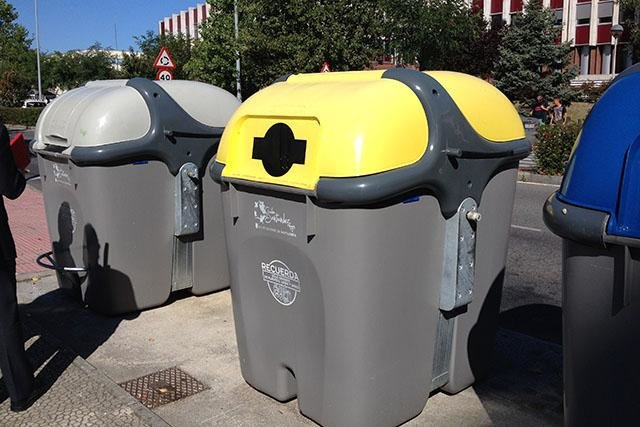 نصب ۲۰۰ عدد سطل زباله مکانیزه در محلات سیریک