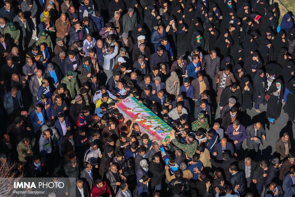 تشییع و تدفین شهید مدافع وطن علی خادم در شاهین شهر