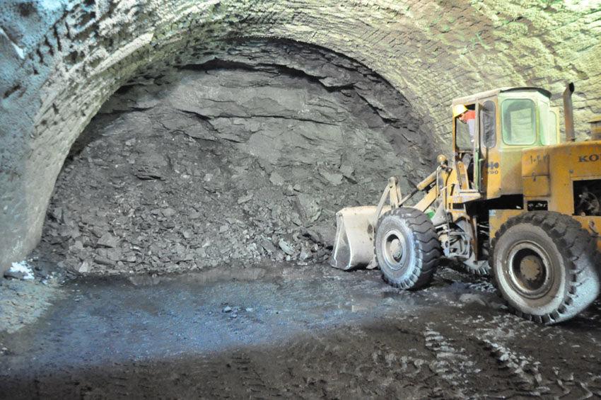 معوق ماندن پروژه تونل خوانسار-بوین میاندشت خسارت زا است