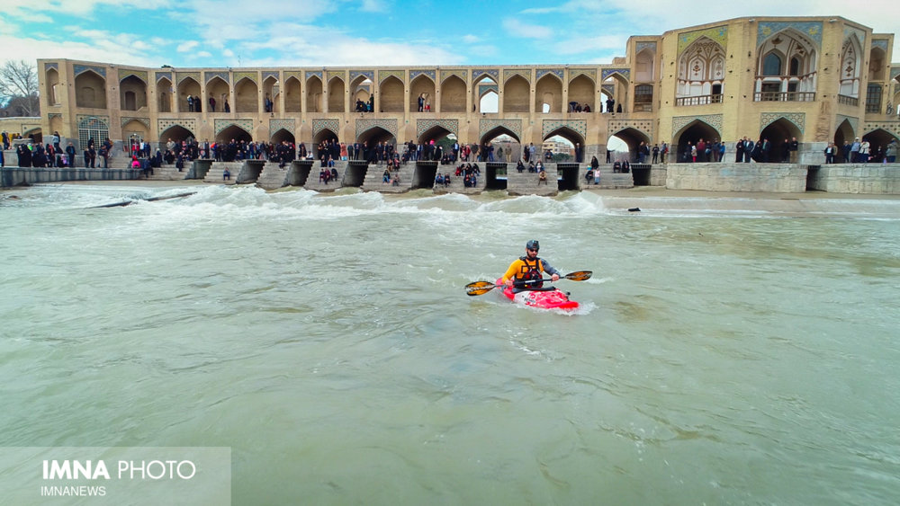 Zayanderud river revived canoeing in Isfahan