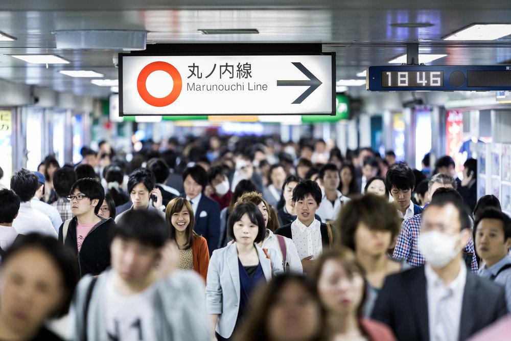 ترفند خوشمزه توکیو برای تسهیل تردد در مترو!