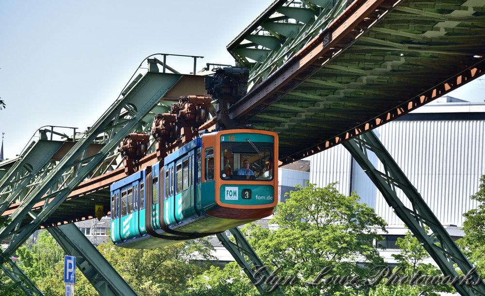 قطار معلق؛ جاذبه گردشگری آلمان!