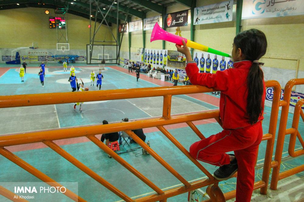 استان اصفهان بسکتبال خیز است/تصویب قانون حجاب اسلامی برای بانوان بسکتبالیست جهش بزرگی بود