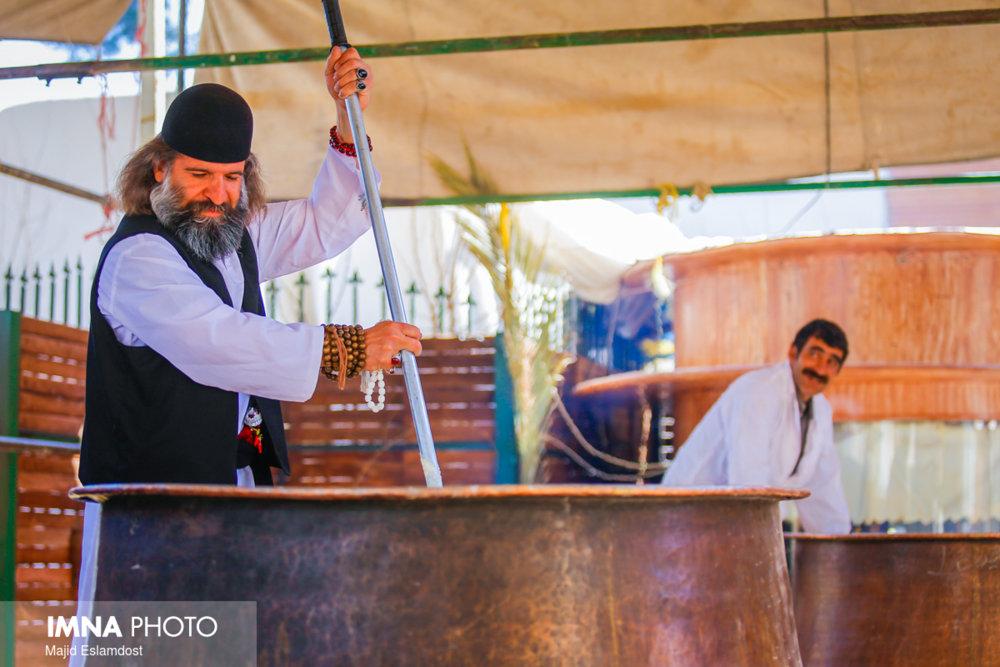 آیین سنتی پخت سمنو در عمارت هنرمند