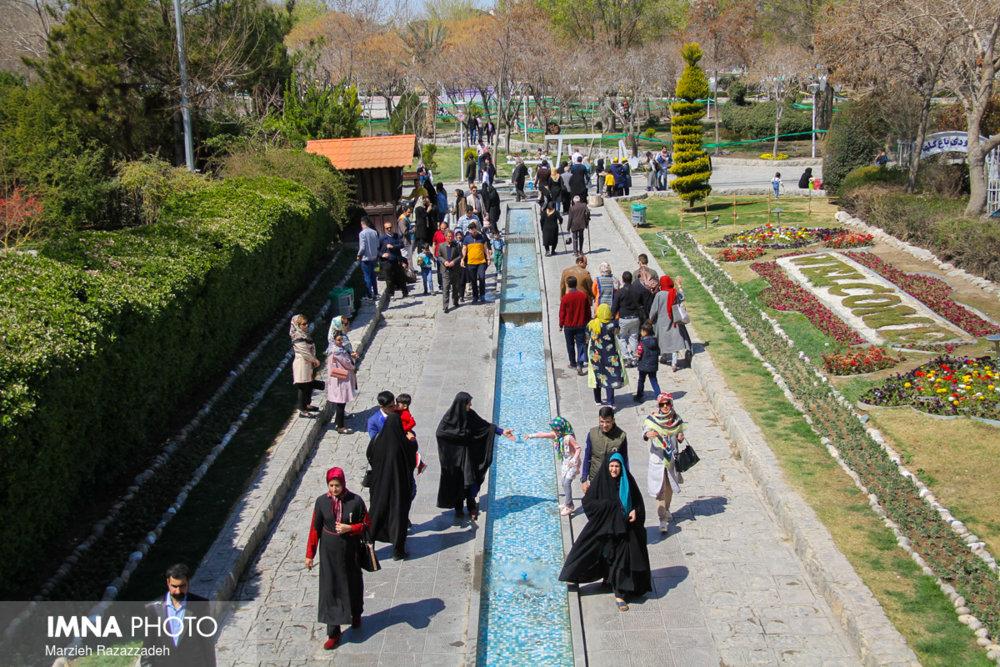 """جشنی به بهانه """"روز ملی گل"""" در باغ گلها"""