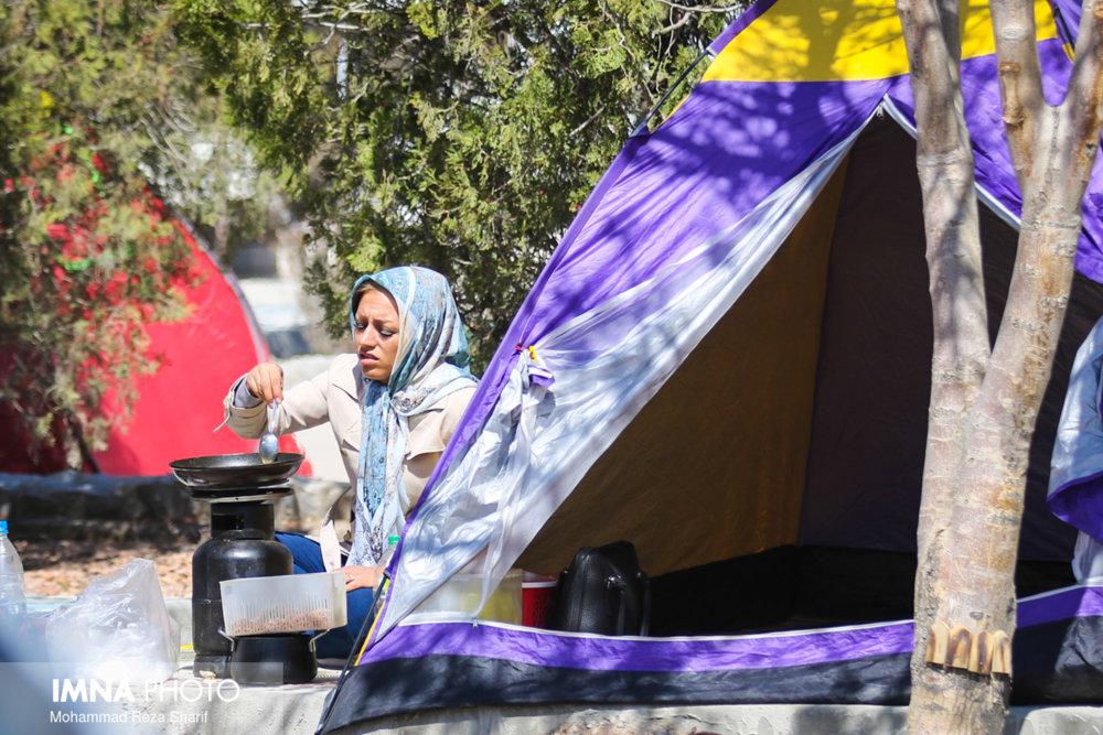 برپایی چادر و اسکان در بوستانهای قم ممنوع است