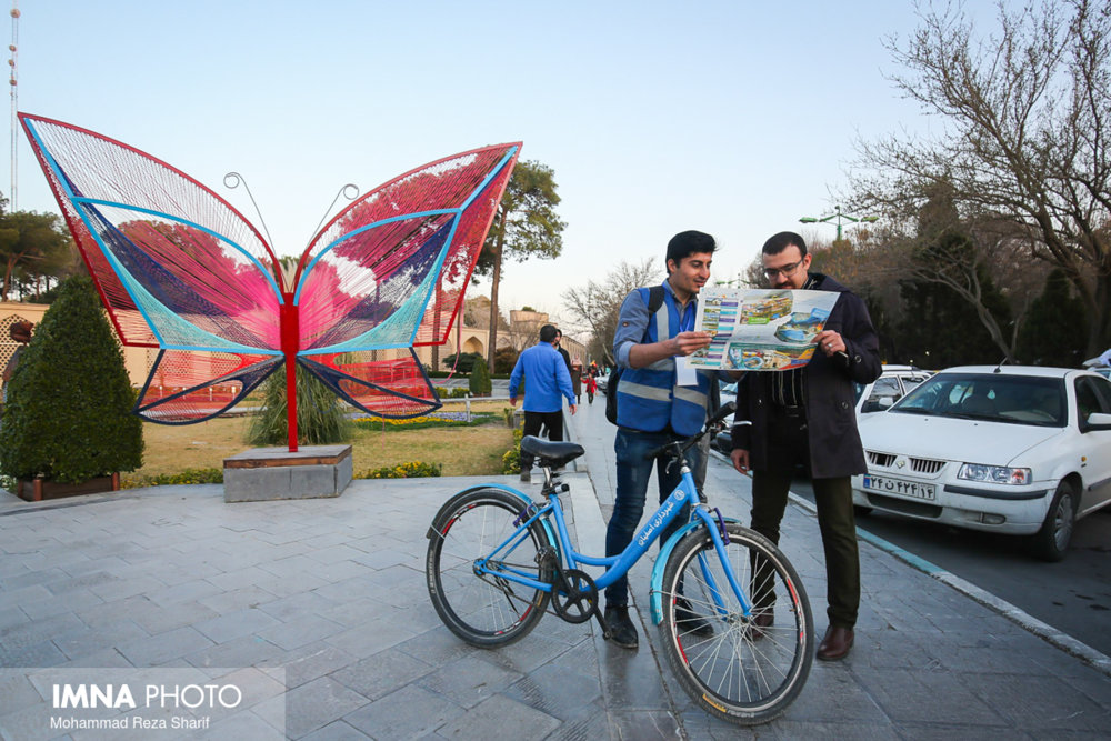 دوچرخه سوارهای راهنما