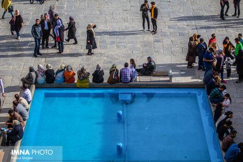 بازدید مسافران نوروزی از میدان نقش جهان