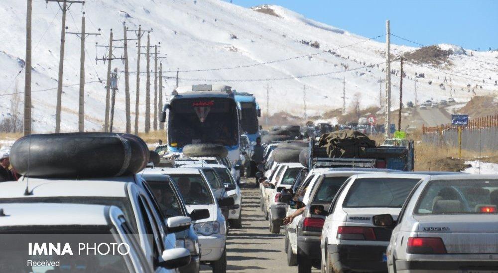 ترافیک در جادههای اصفهان فروکش کرد/ اغلب محورها بارانی است