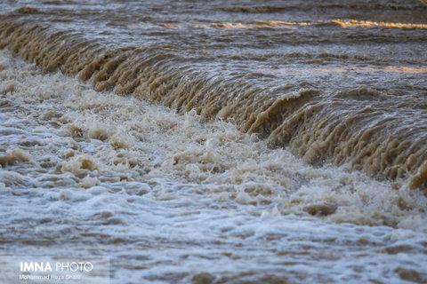 بالا آمدن آب زاینده رود