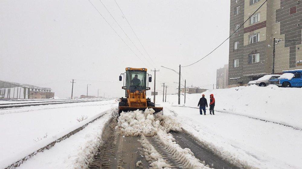 ارتفاع برف در خوانسار به ۱۲ سانتیمتر رسید/احتمال سیل وجود دارد