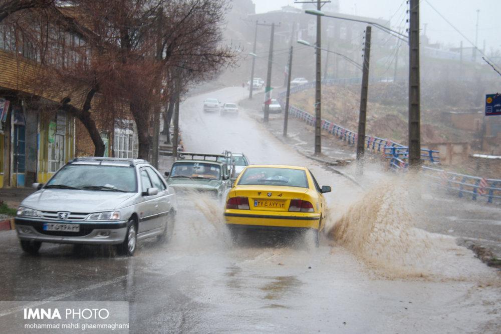 بارندگی در شهر اصفهان سیل آسا نیست/ بارش های خوبی در سرشاخه زاینده رود خواهیم داشت